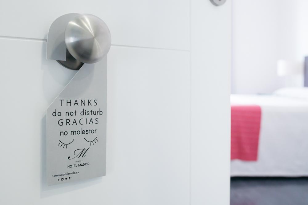 Diseño colgador de puerta hotel, no molestar, Hotel Madrid by DSMK
